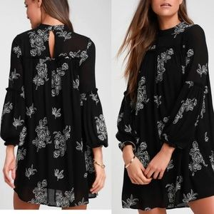 NWT Lulus Black Floral Embroidered Shift  Dress
